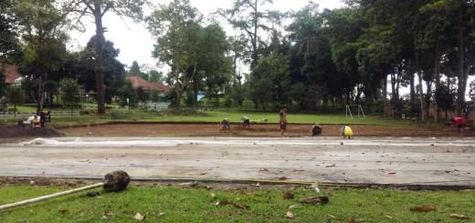 Pembangunan Dua Lapangan Voli di Bagian Depan